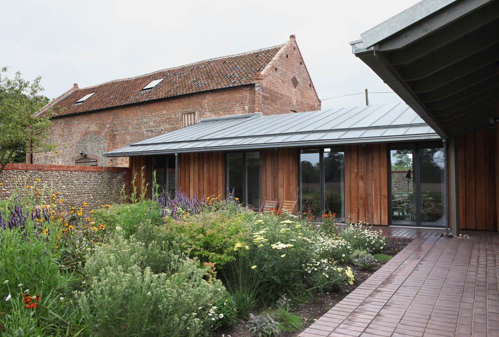Windows with dark aluminium frames completes the look to the old barn