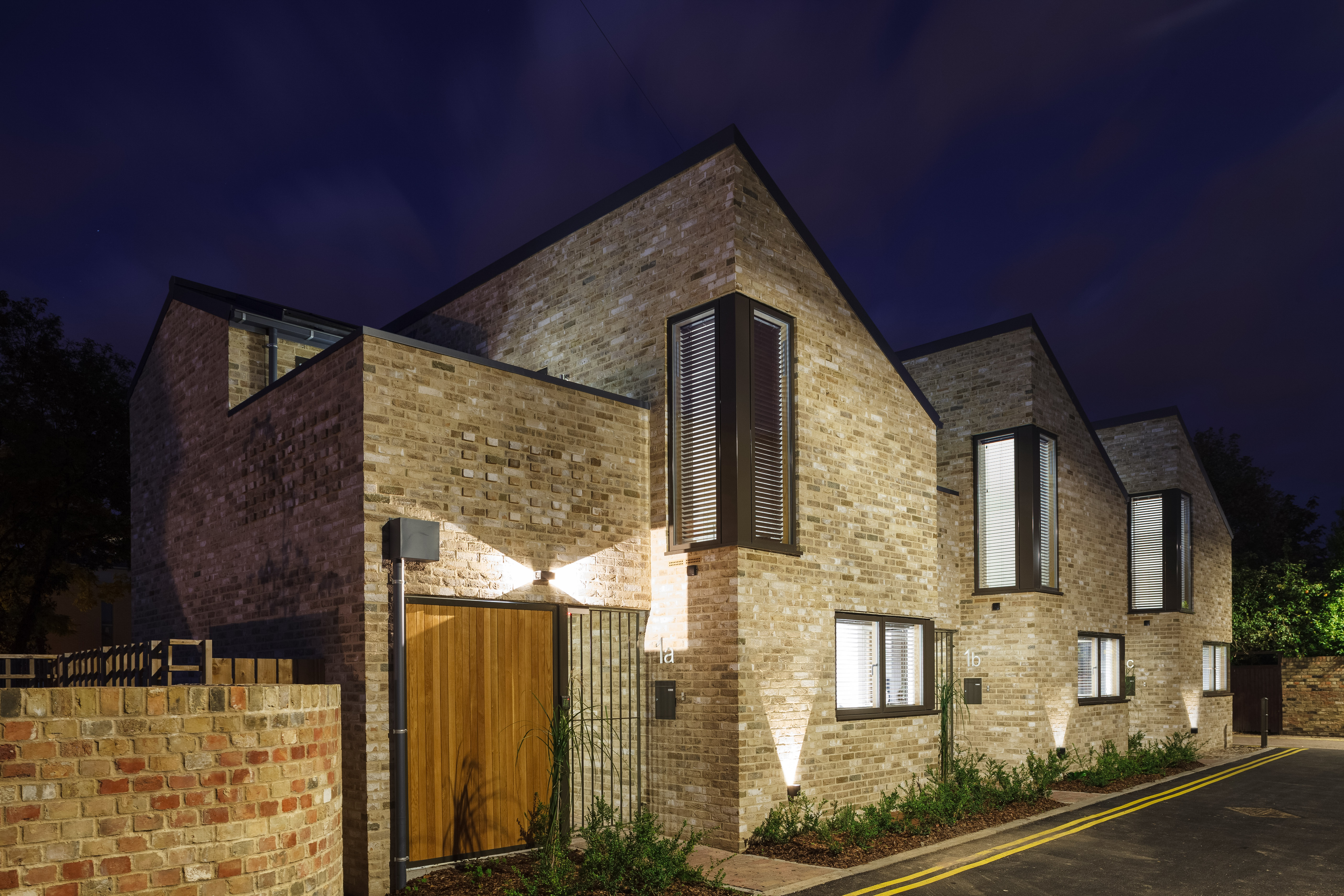 Multi colour brick house with windows in light grey aluminium frame