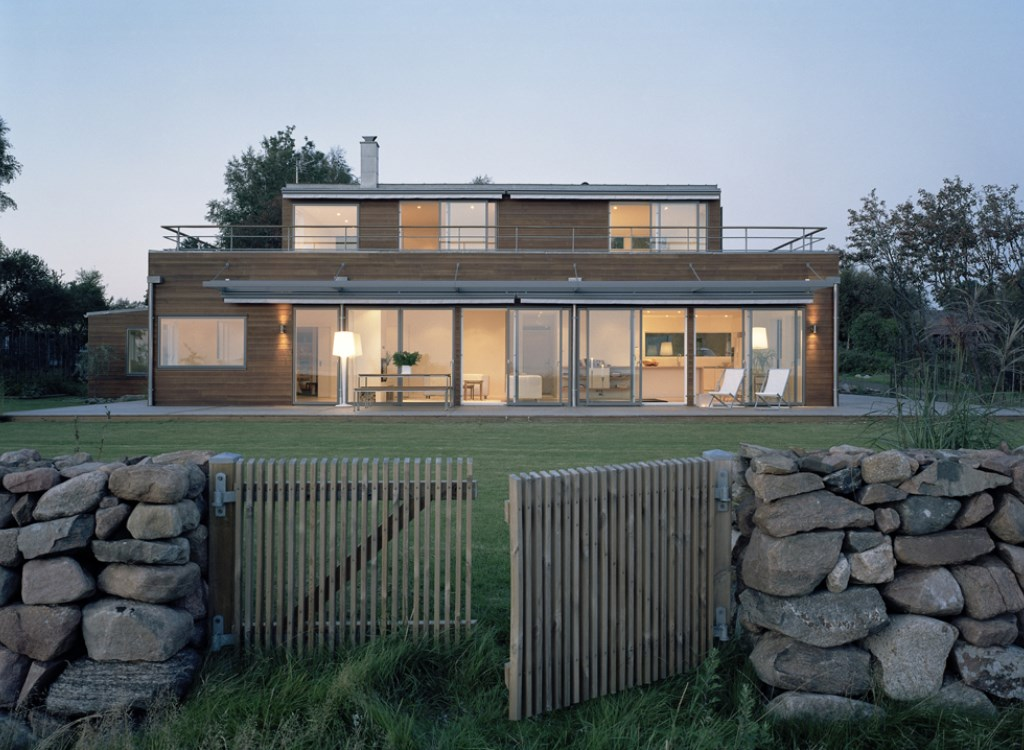 Windows from Velfac in Northern European wood gives a natural design