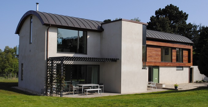Windows with a black external aluminium frame meets a dramatic design mixed with white render and timber cladding