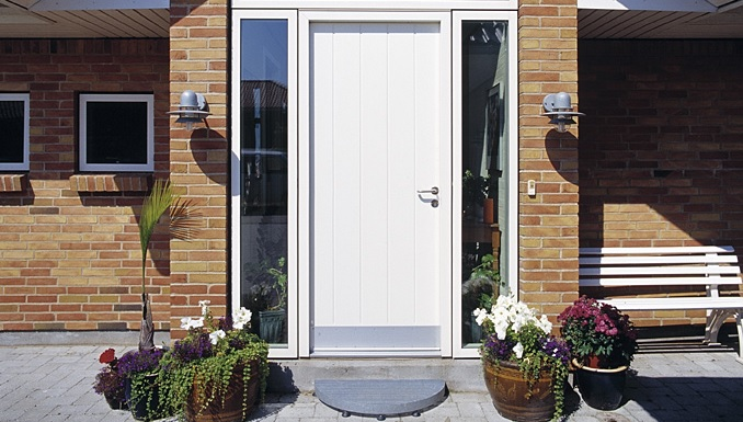 White combined wood and aluminium entrance door looks great to brick house